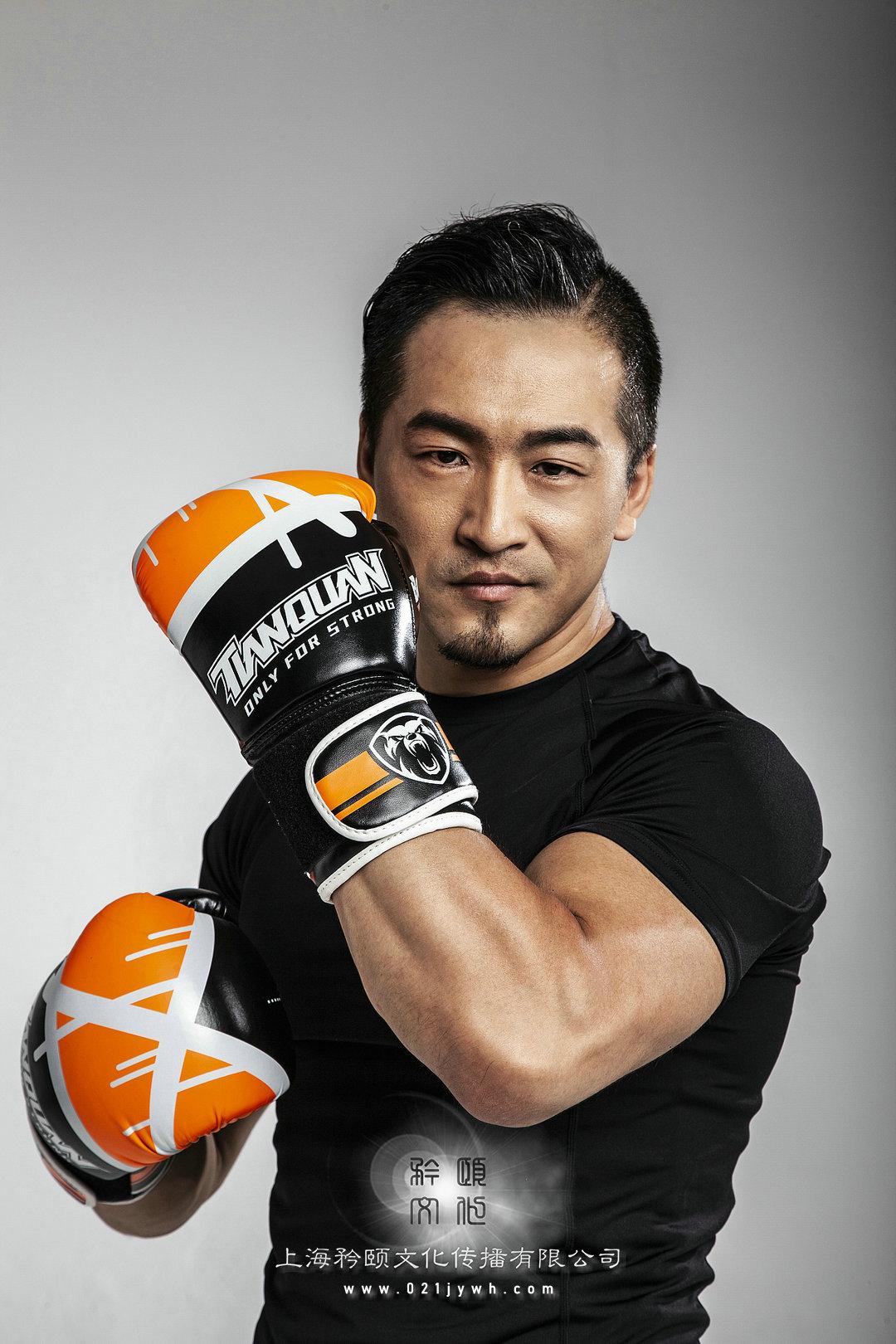 肌肉健身男模