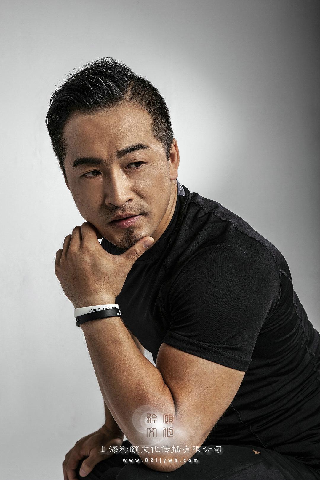 上海肌肉健身男模