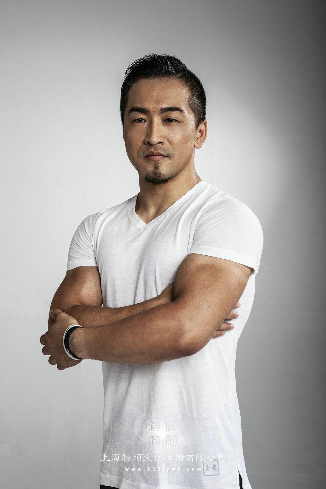 上海肌肉男模